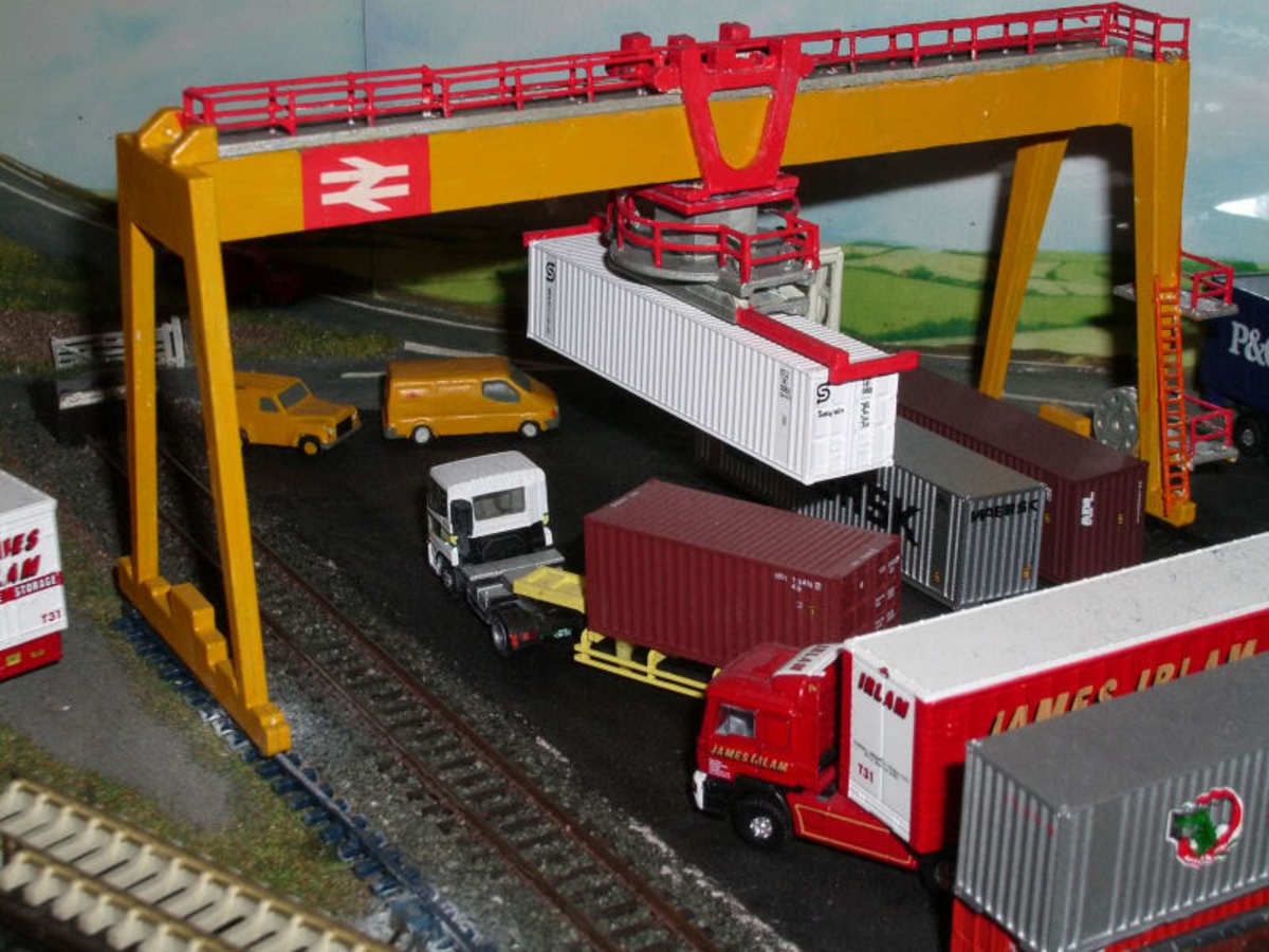 N-Gauge (2mm) model container crane in a dock situation