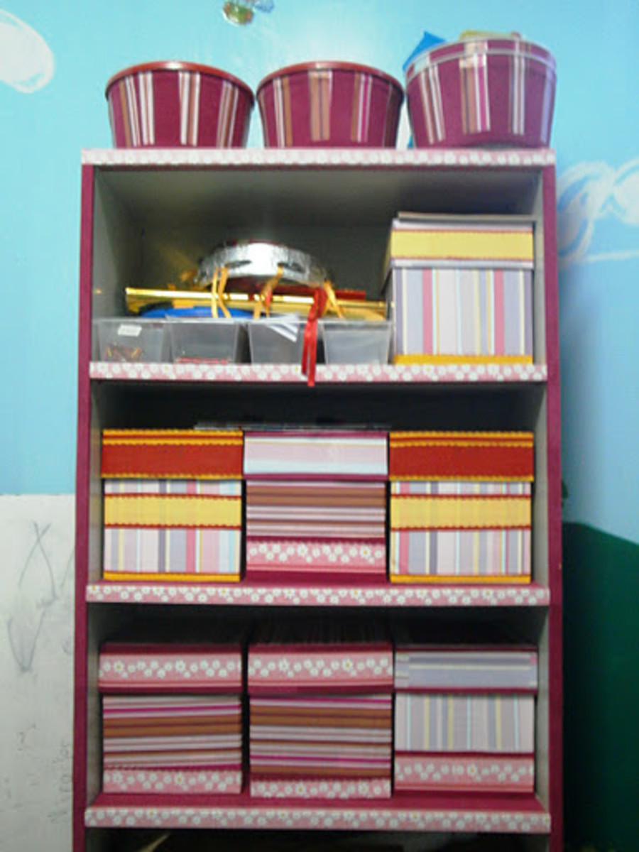 Shelf with Storage Containers Using Recycled Materials