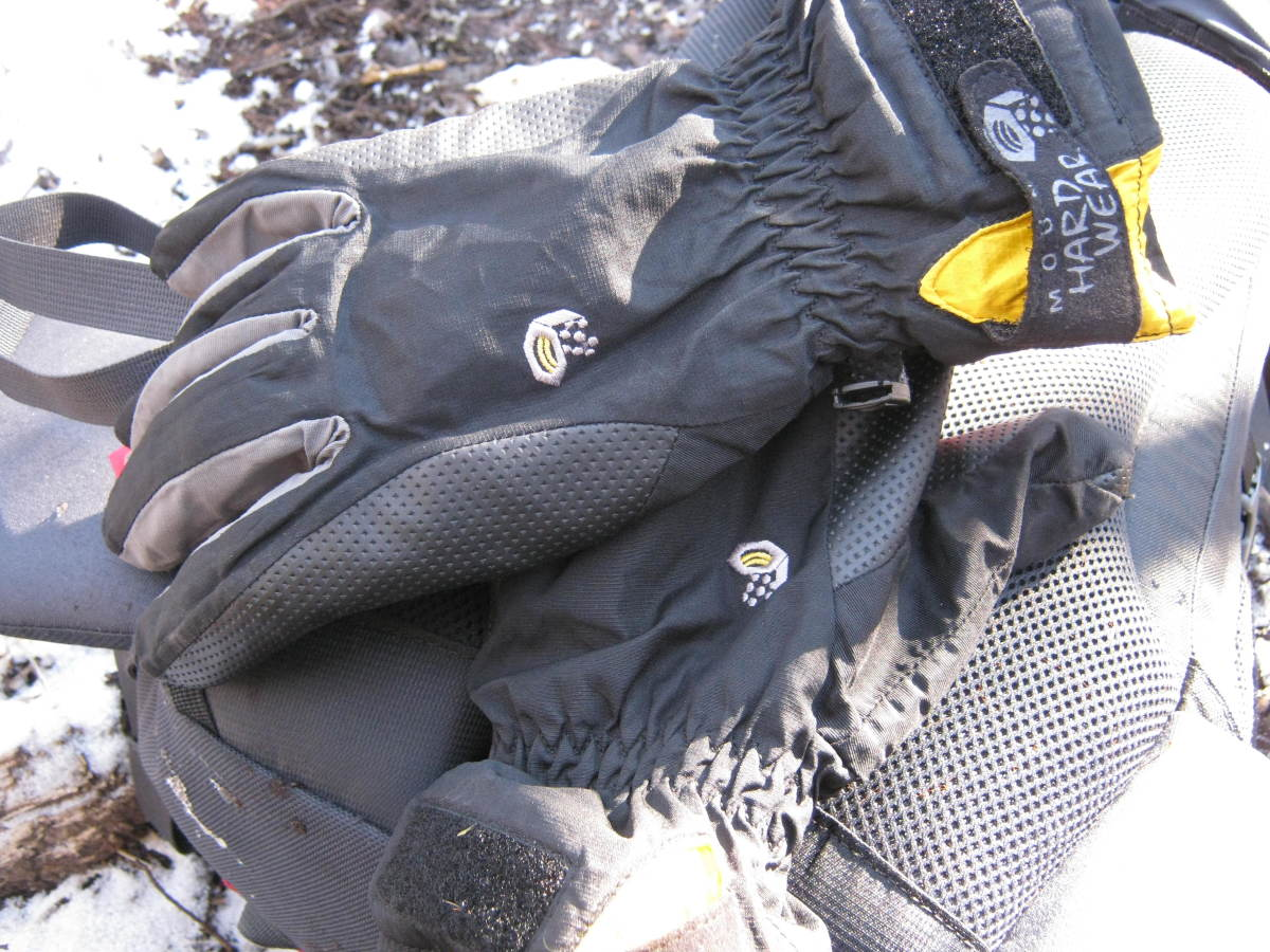 Once the snow starts to fly, the Epic glove comes out to play.  Yes, the Mountain Hardware logos are pretty cool too.