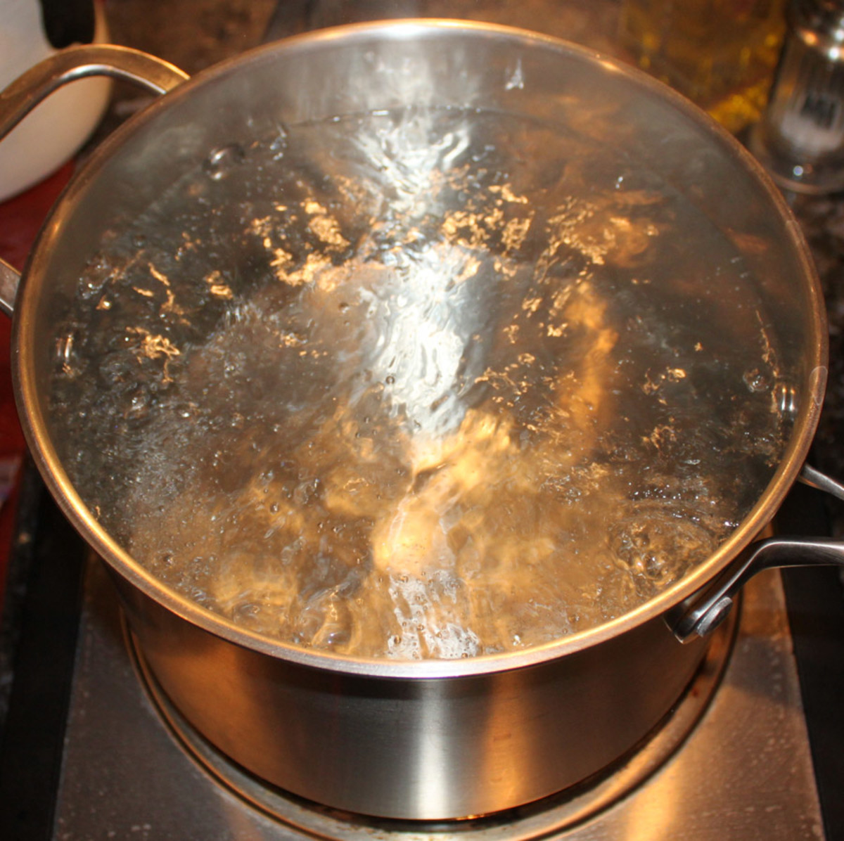 Bring water to a rolling boil before adding fettucine noodles.