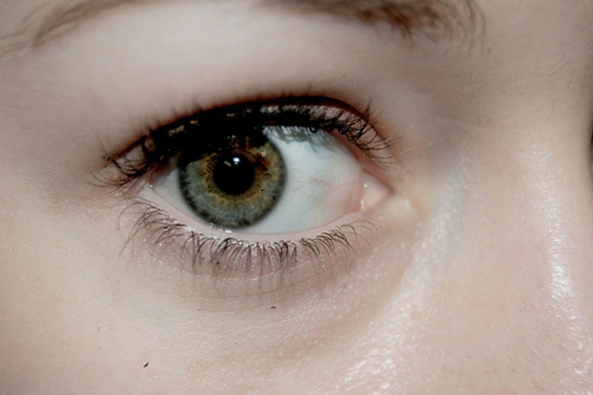 eyelashes-falling-out-do-eyelashes-grow-back