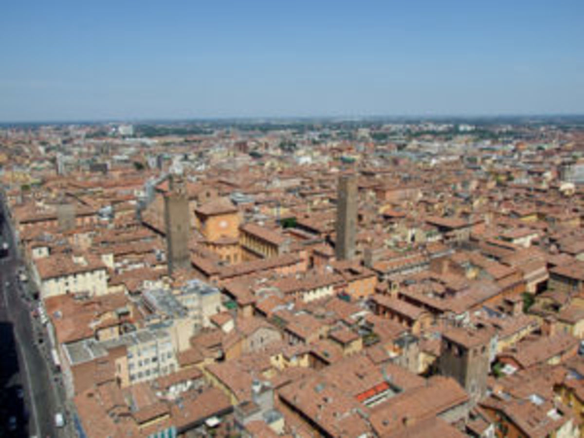 In 1796, Napoleon expelled the Papal Authorities from this city.