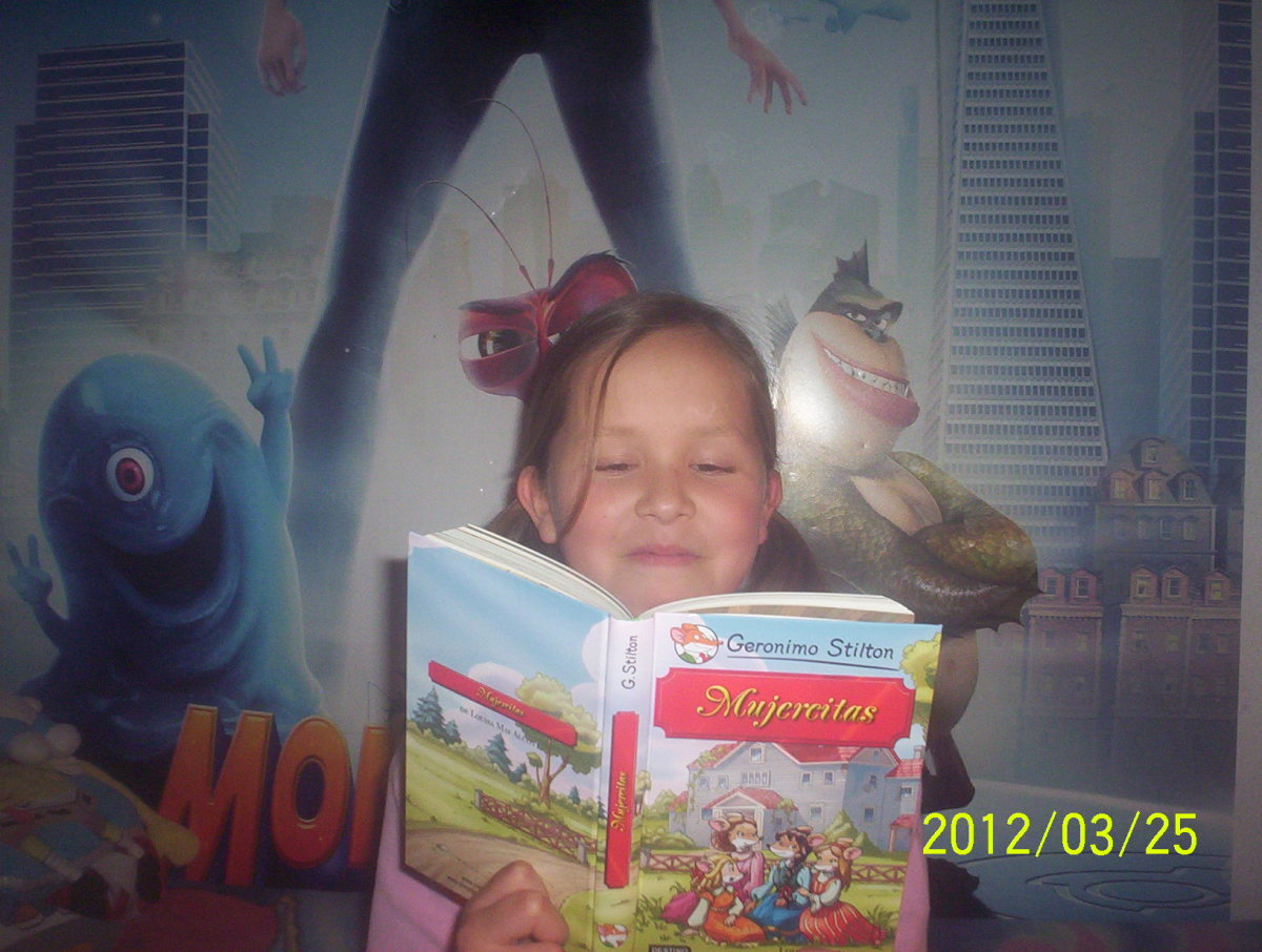 "my daugther with her ""Little Women"" book, with characters by Geronimo Stilton"