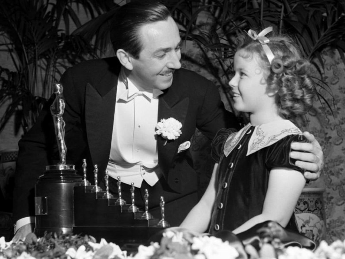 Walt Disney presented with a Special Oscar by Shirley Temple for Snow White and the 7 Dwarfs.