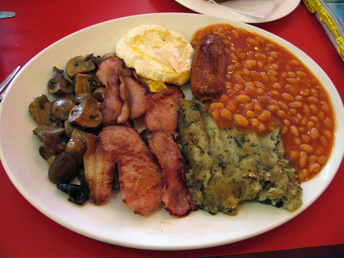 Full English breakfast, note the green bubble and squeak.