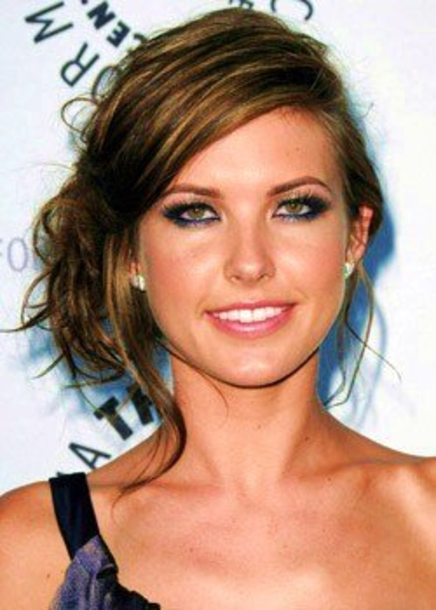Audrina Patridge's makeup with brown hair and  smoky hazel eyes