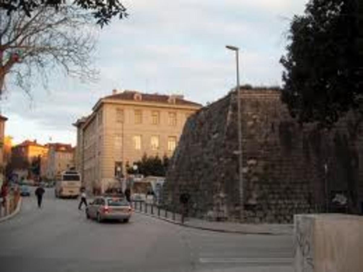 How the fortress walls look today (on the right).  They are called Bedeme in Croatian.  Portions of the star shaped barricades were moved out as the city enlarged with time.
