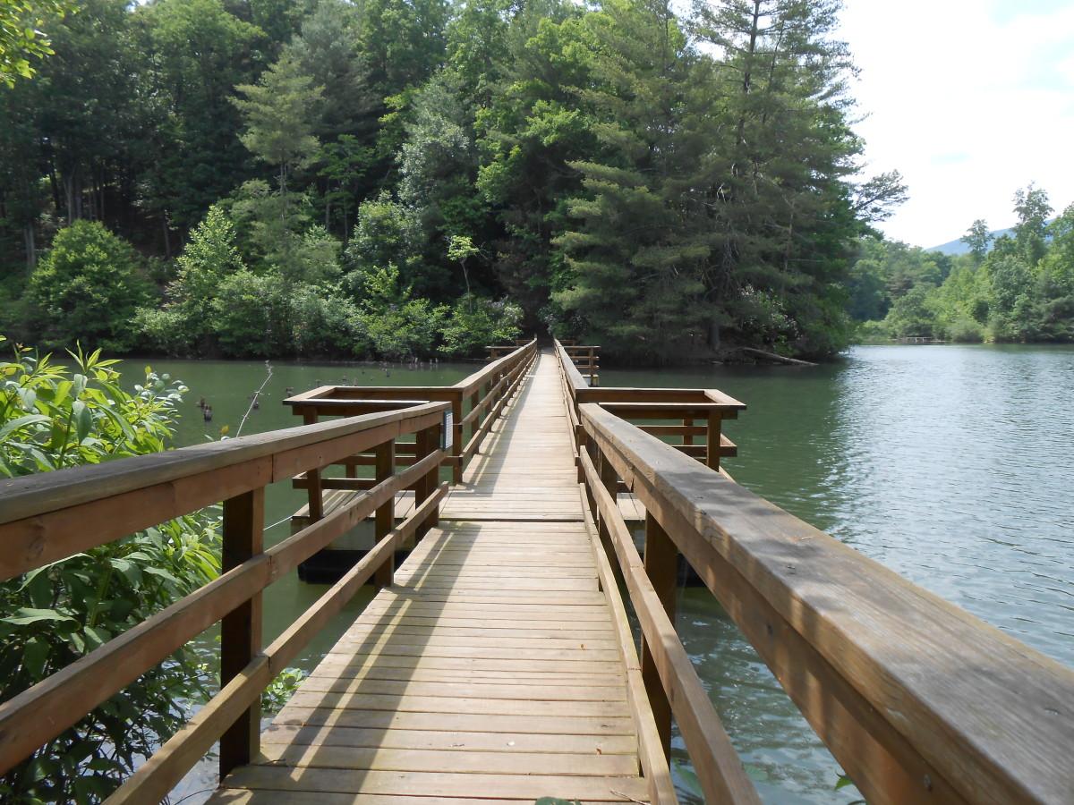 A walking bridge over the lake at Big Canoe.