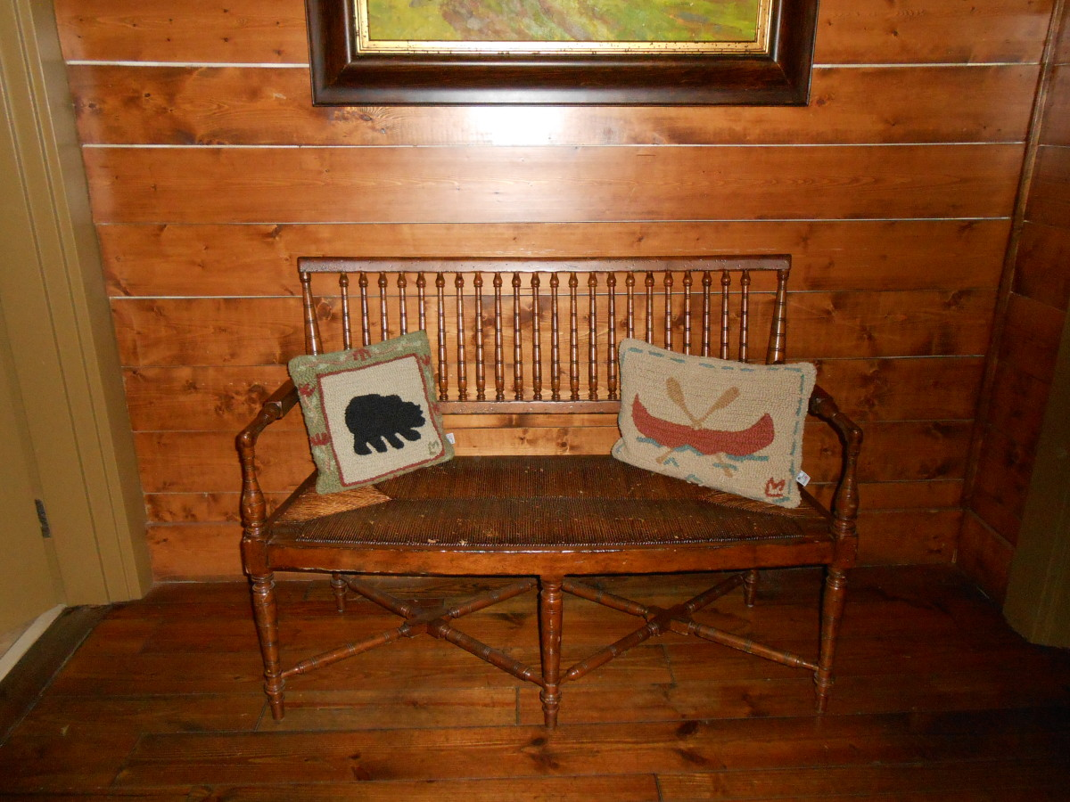 A bench inside the Clubhouse of Big canoe perpetuates the outdoorsy theme.