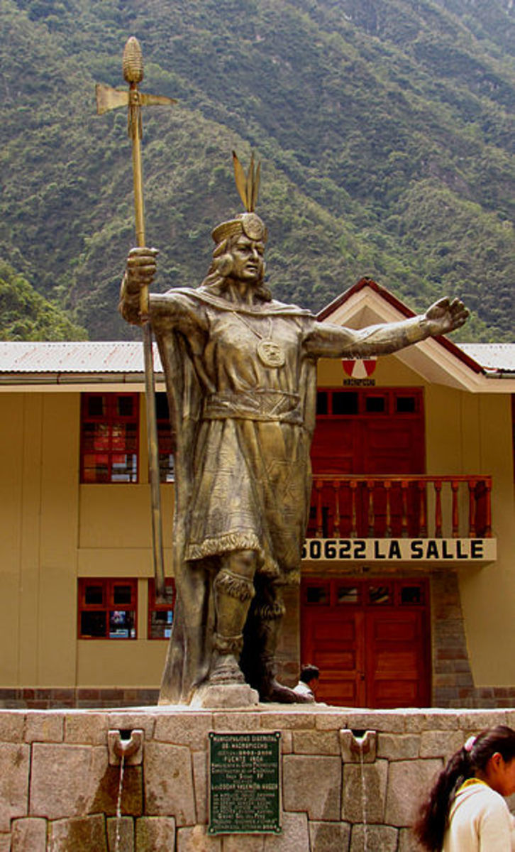 Statue of  Sapa Inca, Pachicuti, that today stands in Agua Calientes, Peru.