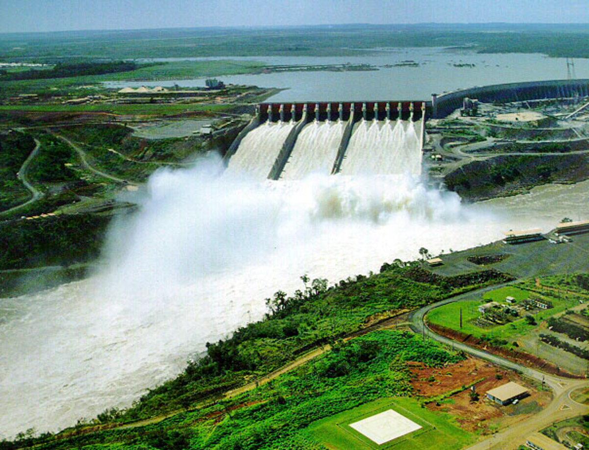 A hydroelectric dam - Un barrage hydroélectrique