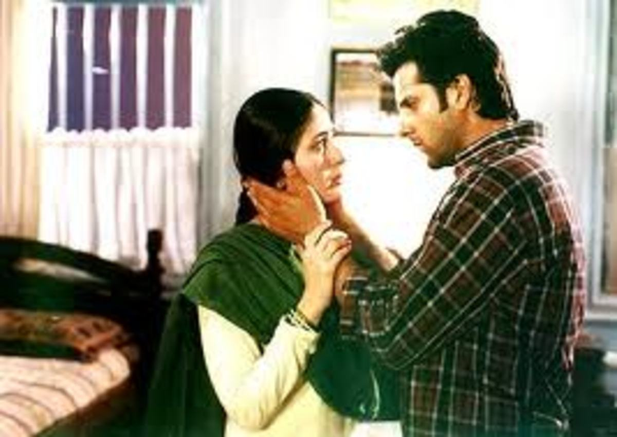 Kareena Kapoor and Fardeen Khan in Dev.