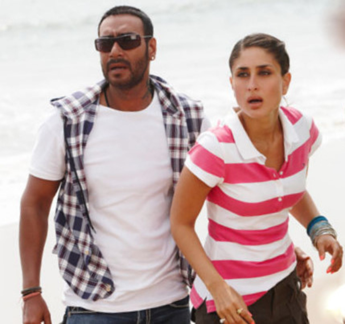 Ajay Devgn and Kareena Kapoor in Golmaal 3.