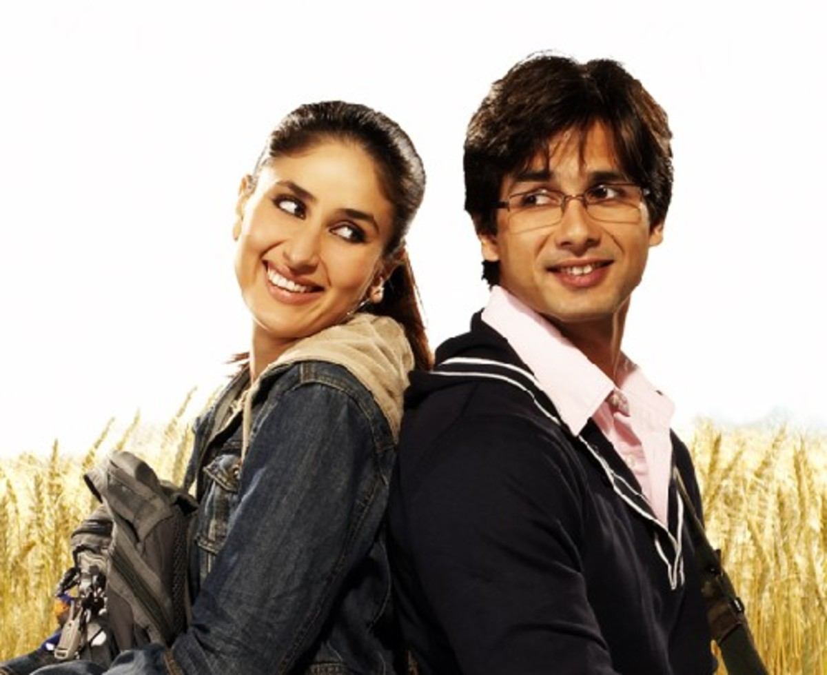 Kareena and Shahid Kapoor in Jab We Met .