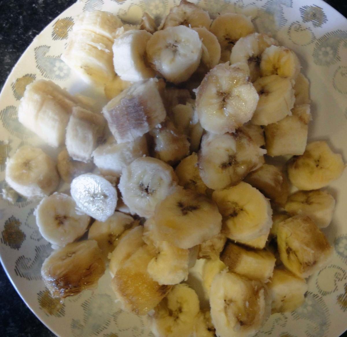 Slice the bananas into small chunks