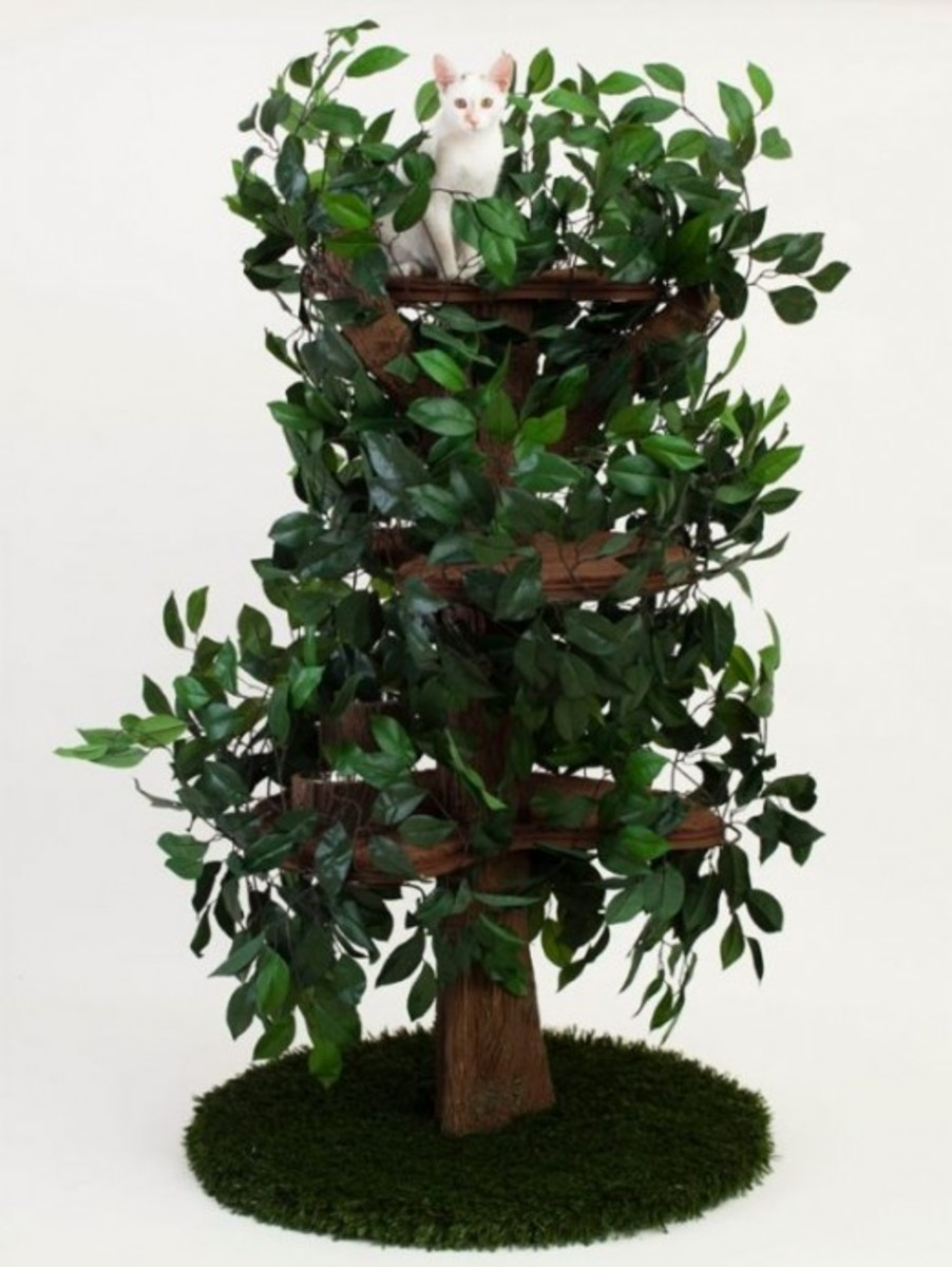 Cat tree that looks like real tree