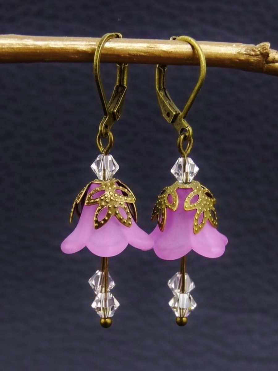 How to Make Vintage Style Trumpet Lucite Flower Jewelry