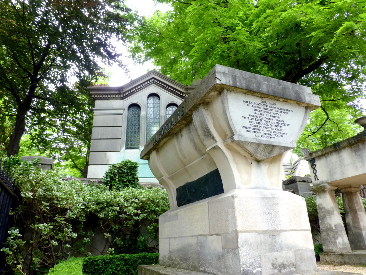 Grave of De la Fontaine