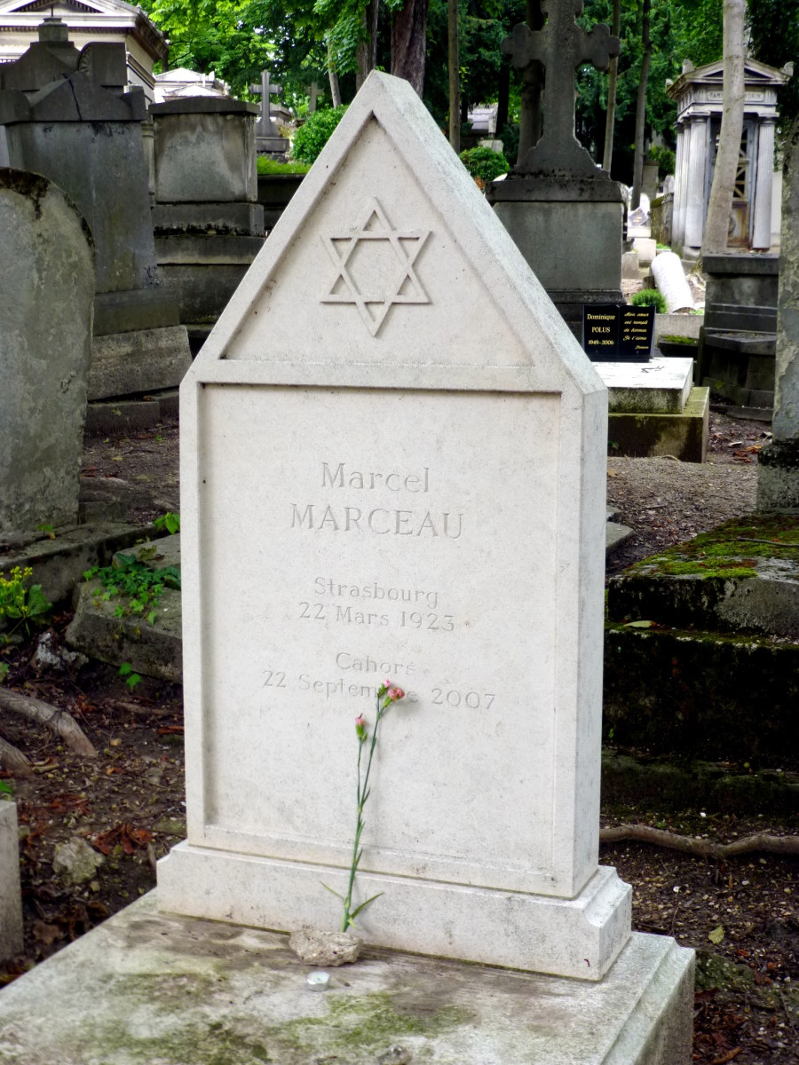 15 Famous People Buried At P 232 Re Lachaise Cemetery In Paris