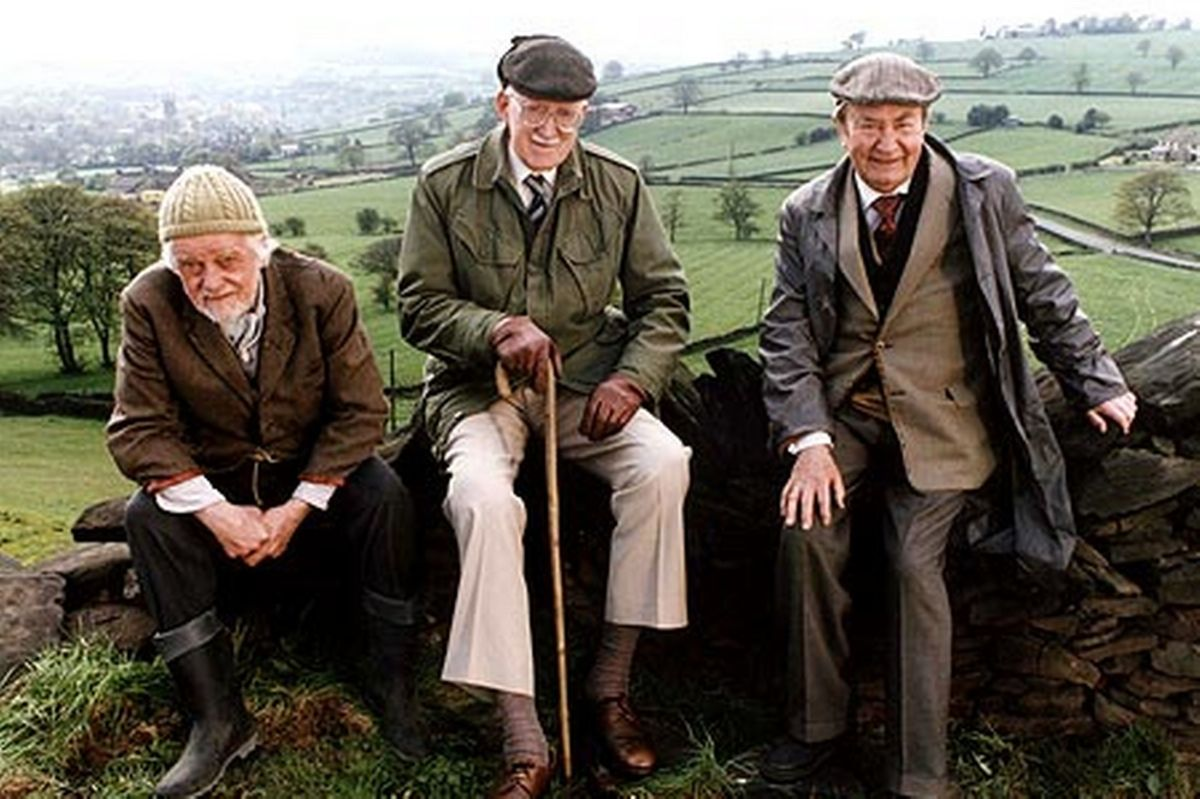 Out'n'about with  (left-right) Bill Owen as 'Compo', 'Foggy' Dewhirst (Brian Wilde - who was also in 'Porridge' with Ronnie Barker -, and Peter Sallis. Veteran actors, each with his own touch. A raft of actresses included Thora Hird and Kathy Staff
