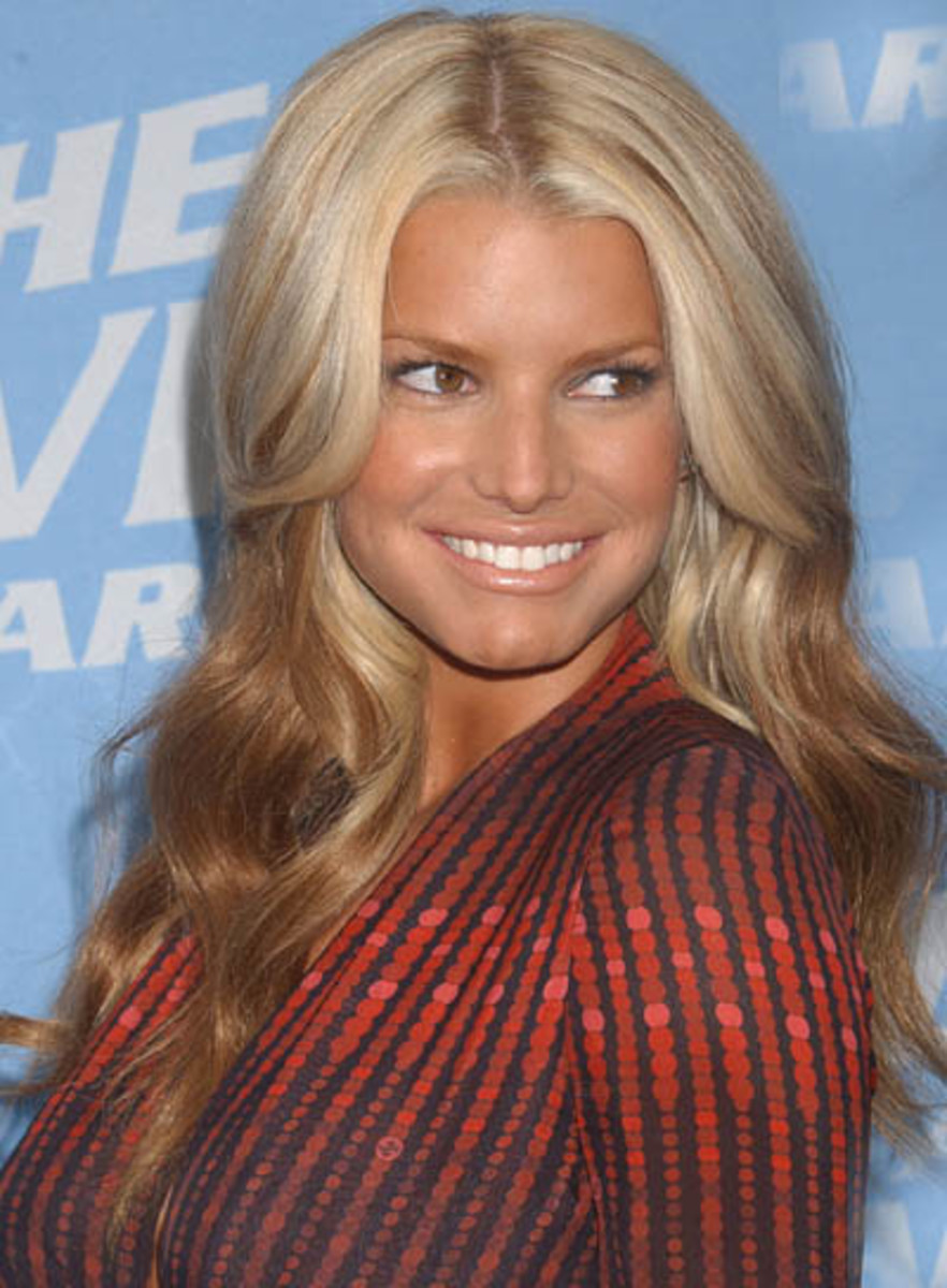 Jessica Simpson in an ombre hair weave.