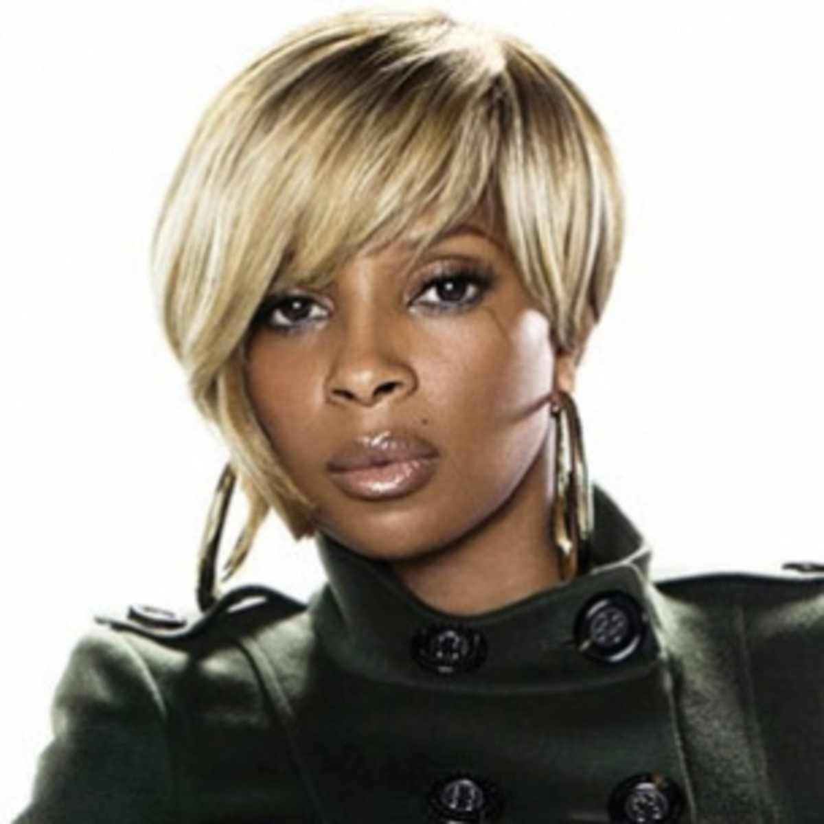 Mary J. Blige blonde wig for a heart-shaped face.