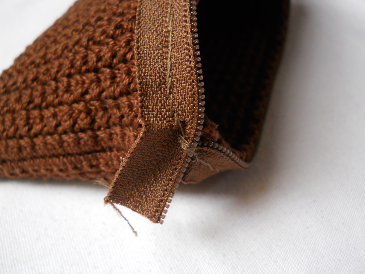 Close up on this end of the zipper - I stitched that a couple of times since this end will receive a lot of stress.