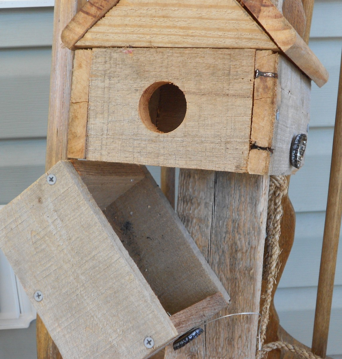 Make sure your bluebird house is easy to clean. The hinge and bottle cap closure are easy to use, fun and a way to up cycle.