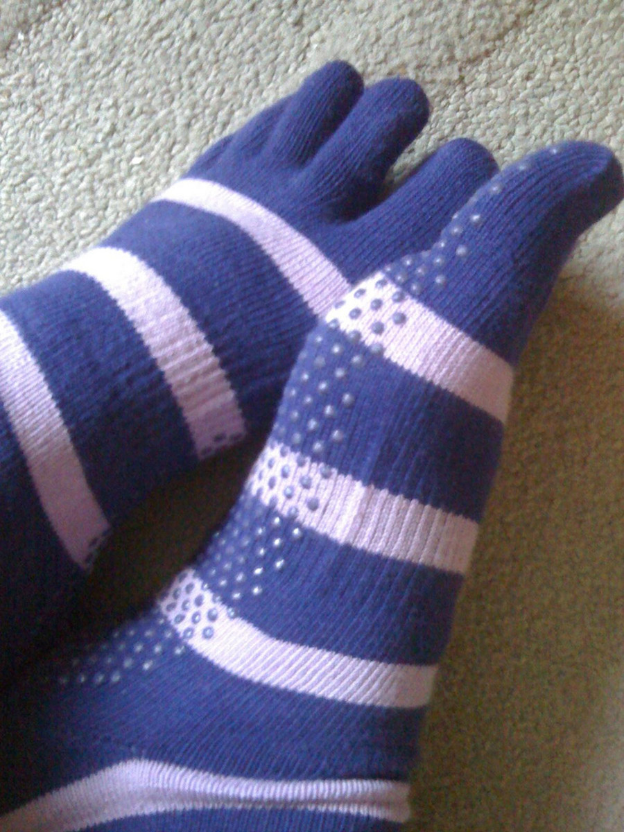 Toe socks with grip