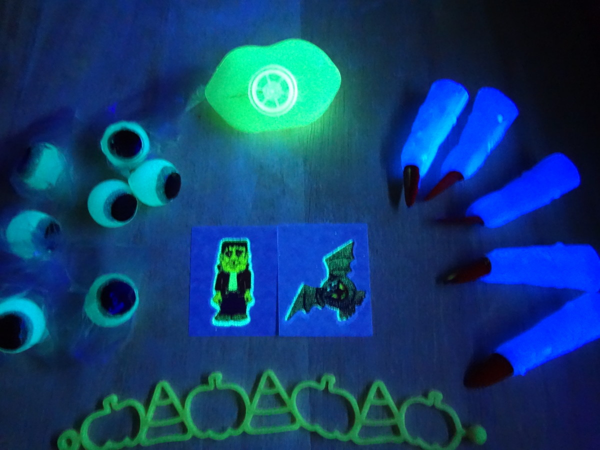 Glowing toys perfect for party favors