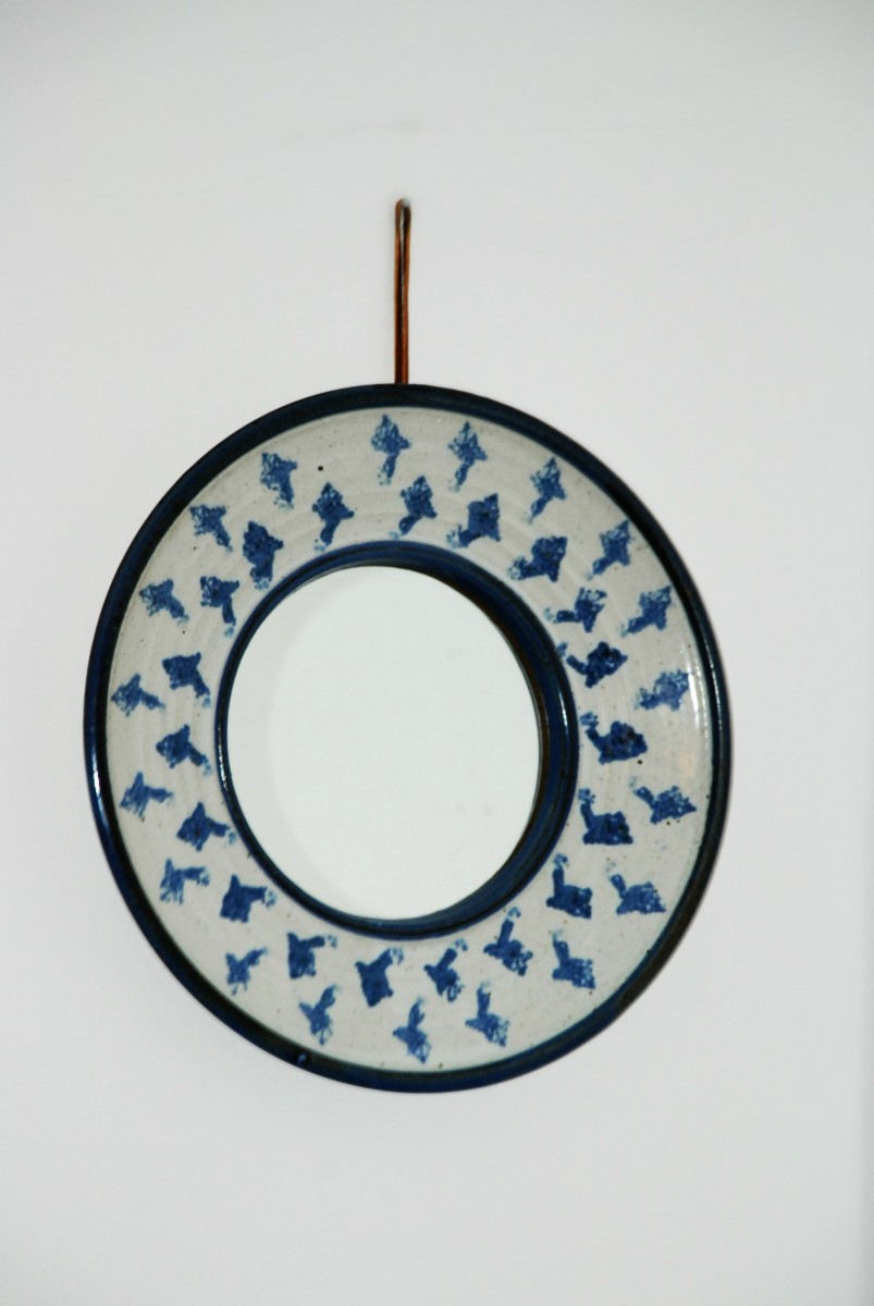 A blue & white round mirror I spotted in a thrift store. I bought it because I like it, and my purchase got nothing to do with feng shui mirror rules.