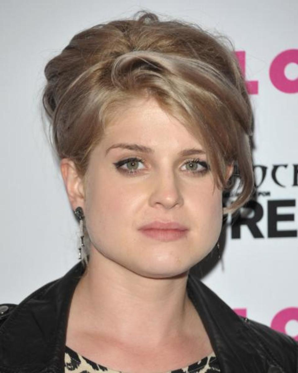 Kelly Osbourne side bangs.