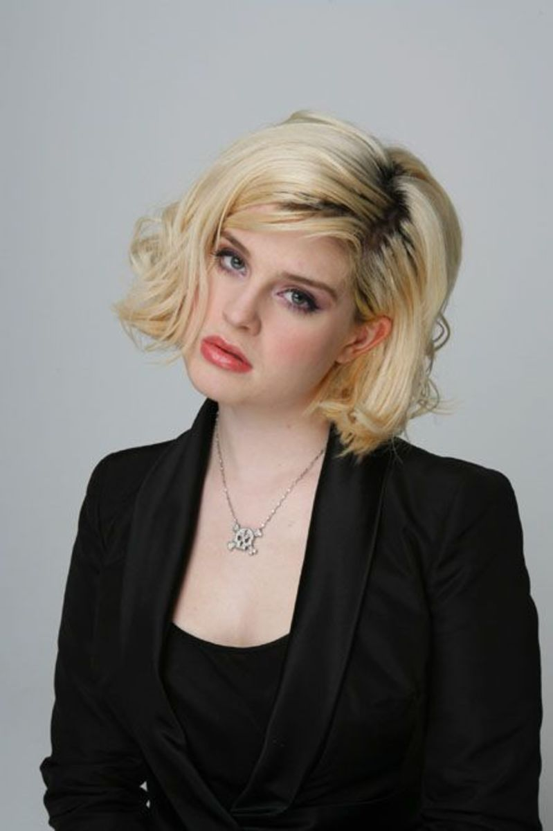 Kelly Osbourne curly ends hairstyle.