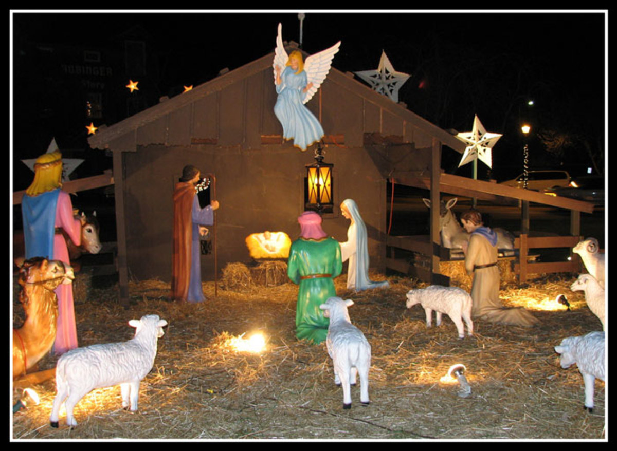Christmas nativity outdoor yard decorations for Outdoor christmas scenes