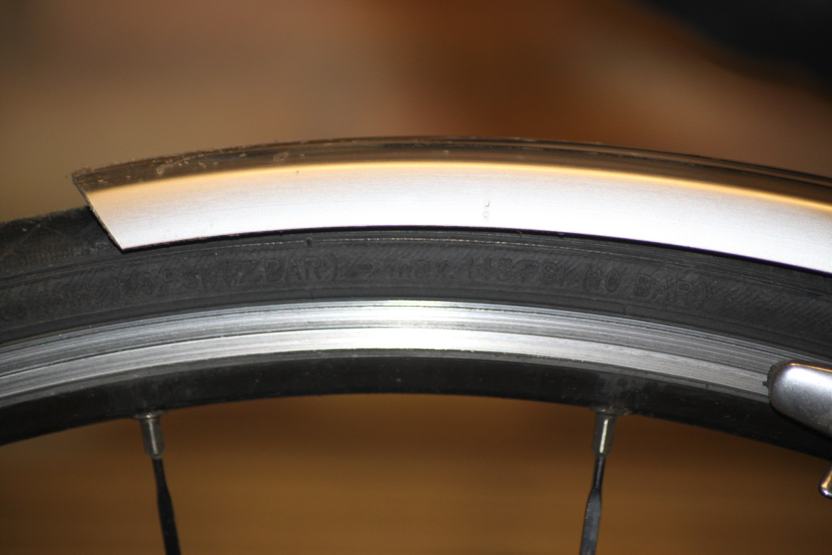 Clicher tires feature narrow psi rwnages like this Vittoria Zafiro with a recommended 100-145 psi