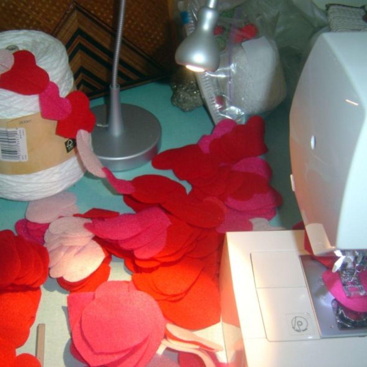 DIY Valentine Felt Heart Garland