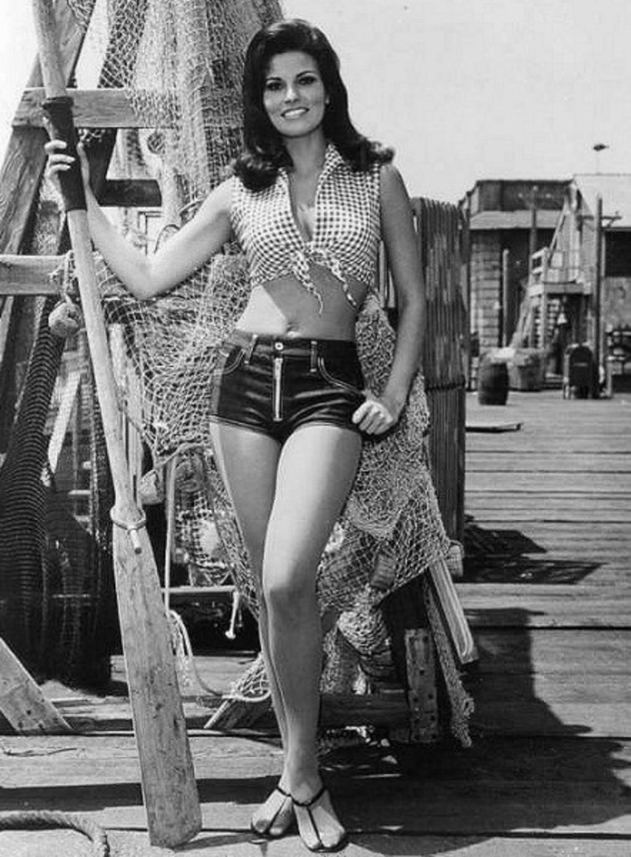 Raquel Welch in hot pants (1967)