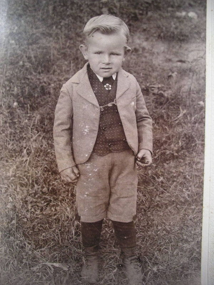 Boy in 1890s wearing knee pants