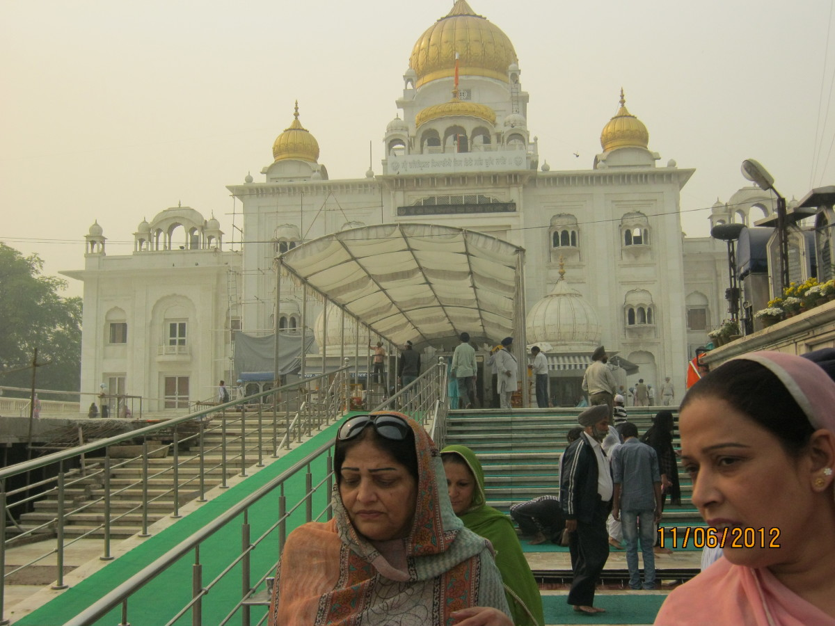 A Visit To Gurudwara Bangla Sahib - New Delhi, India