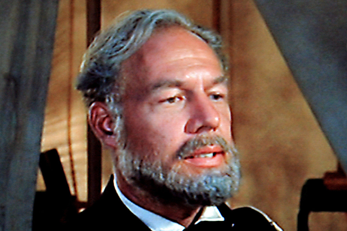 George Kennedy is Colonel Fairchild. Perhaps his role is rather too brief to be seriously considered, but Kennedy's performance is, in my opinion, of Oscar standard