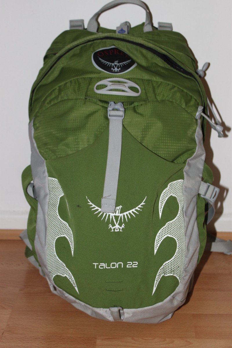 The Talon 22 features a front lycra panel with reflective piping for ease of storing items