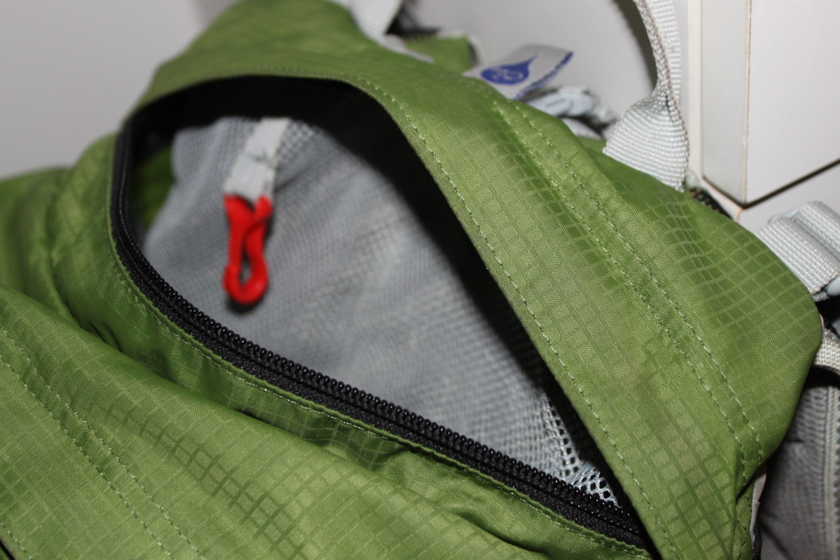 The top stash pocket with internal key keeper on the Osprey Talon 22 feratures a mesh lining