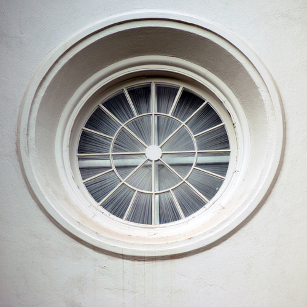 Shirred sunburst treatment on round window.