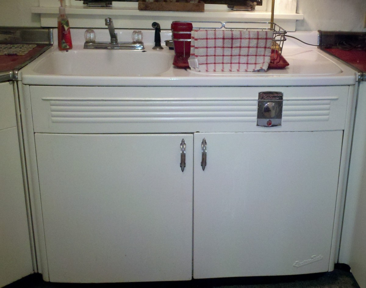 The Youngstown Kitchen Electric SInk in my kitchen dated by Haller to be around 1952.