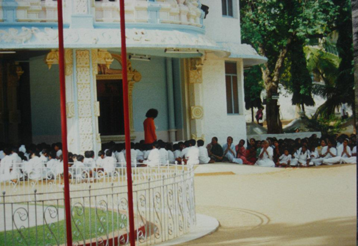 Right above where Swami is seen standing is the first floor 'portico-balcony' about which mention is made later in the story.