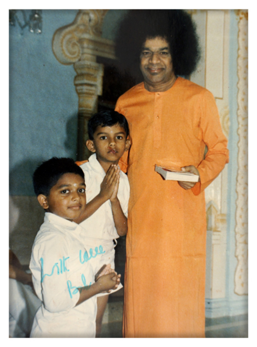The little Krishna Rao standing next to Swami with his hands folded!  Also in frame is Sai Kiran.