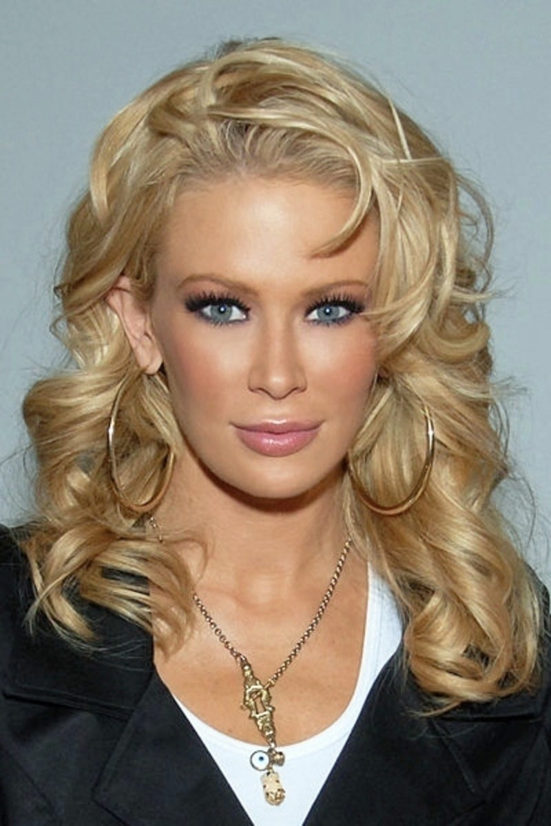 celebrities-with-champagne-blonde-hair-color