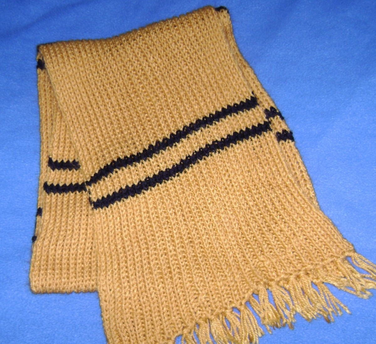 Hufflepuff Scarf in the trapped bar design from years 3 and later