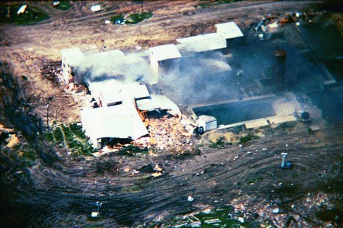 Koresh's compound burning in Waco