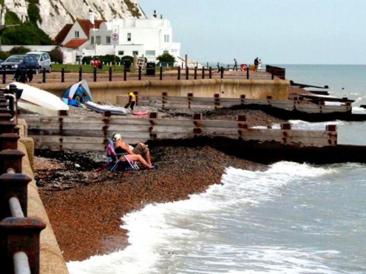 High tide at the beach near the house White Cliffs